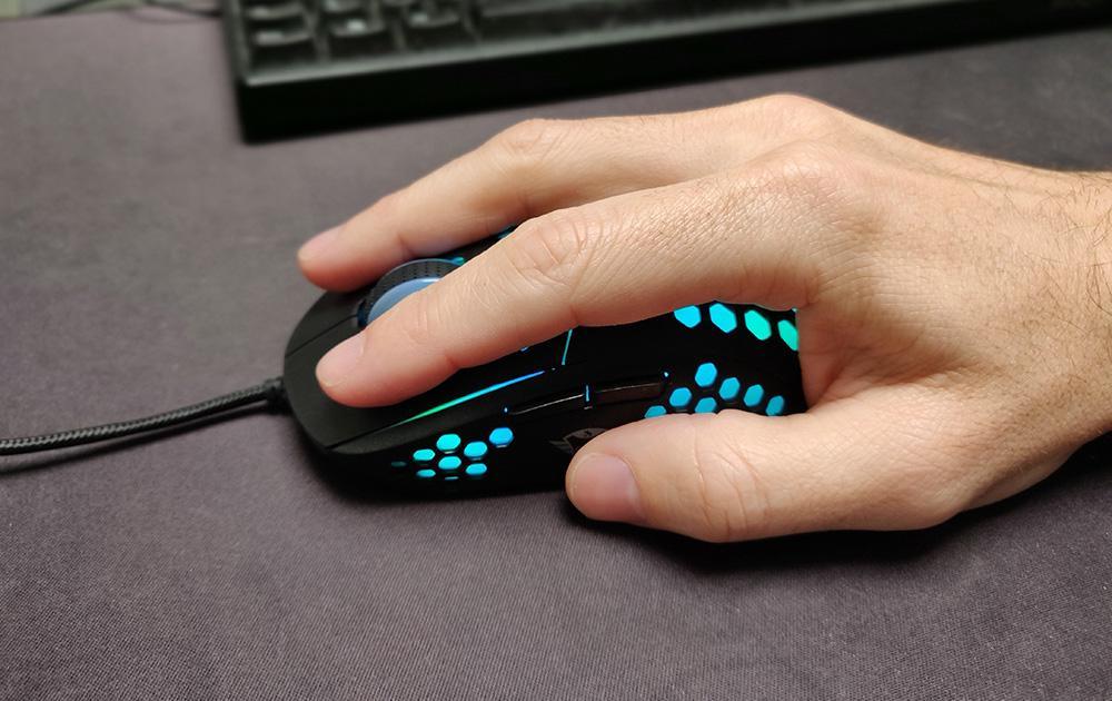 Trust Gxt 960 Graphin Test Mouse Souris Prise En Main Hand Omgpu.com